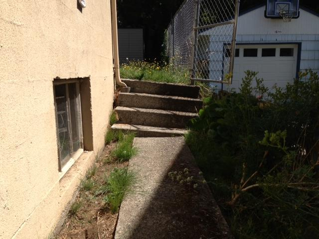 concrete-leveling-under-steps-before-seattle